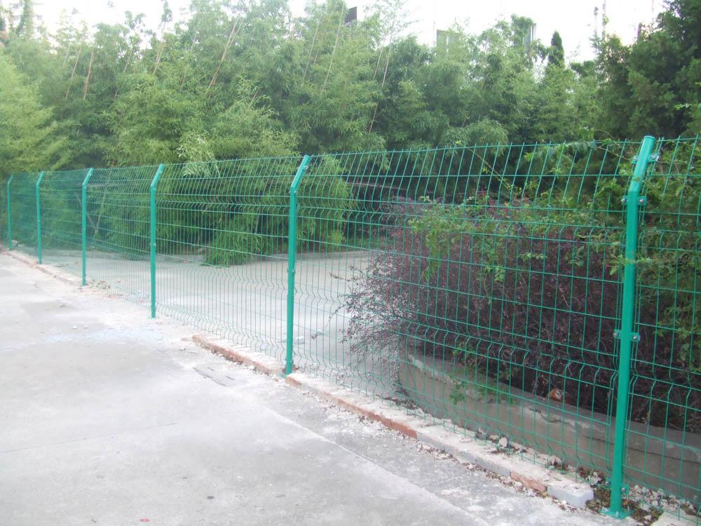绿色铁丝网